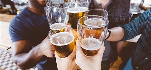 Nova pesquisa mostra que consumir álcool afeta as bactérias bucais