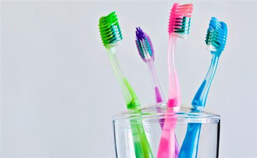Escova de dente é o segundo item mais sujo do banheiro