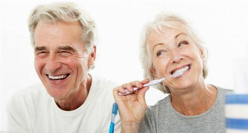 Estudo avalia serviços e pesquisa em Odontogeriatria, no contexto do envelhecimento populacional