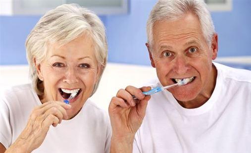 Envelhecer e usar dentadura são sinônimos?