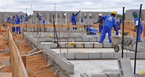 Saúde bucal dos trabalhadores  da construção ainda inspira cuidados
