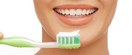 Por que certas pessoas têm cárie mesmo escovando bem os dentes?