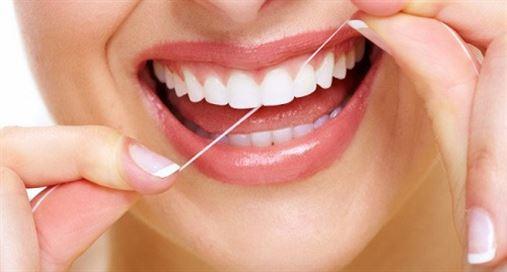 A polêmica do fio dental: funciona ou não, afinal?