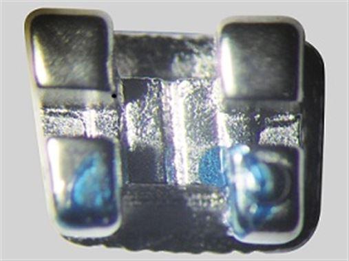 Degradação e corrosão de bráquetes metálicos