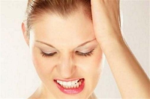 Ranger os dentes pode levar a dor facial