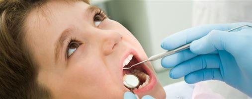 Brasil tem 1,6 milhão de crianças com dentes cariados aos 12 anos