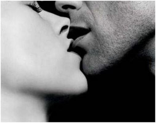 Um beijo pode transferir 80 milhões de bactérias, diz estudo