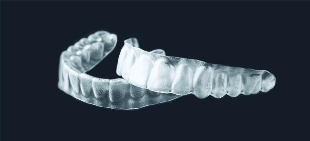 (Português do Brasil) Alinhadores transparentes viram tendência entre adultos que precisam de segundo tratamento ortodôntico